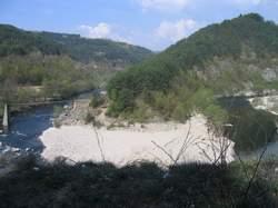 Водният отток на реките в областта се характеризира с рязко изразен февруарски максимум