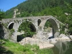 Построен през ХV век на древен път