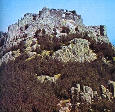 Средновековната крепост Устра